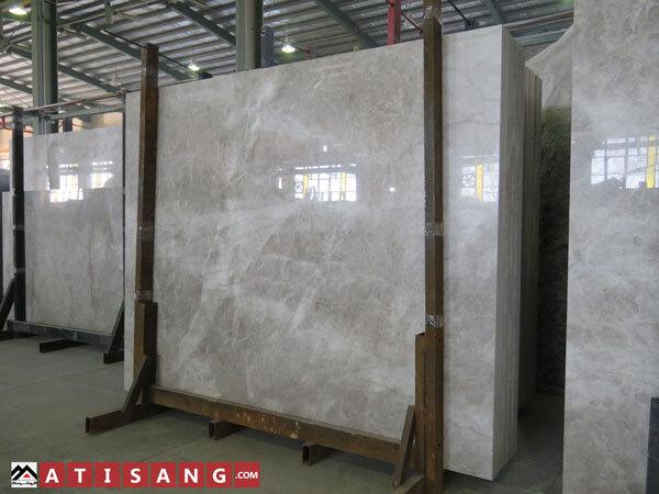 سنگ ساختمانی مرمریت معدن بیات بهنام پرشین سیلک یا سیلک امپرادور بهعنوان سنگ تزئینی در دیوارها و کف ساختمان استفاده کرد